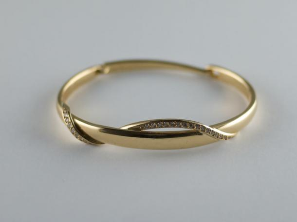 Bangle - 18ct gold and diamonds