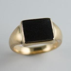 18ct Yellow Gold Black Jade Ring
