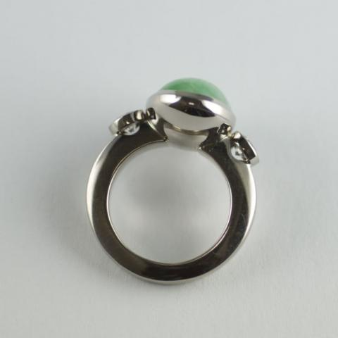 Jade and Diamond ring in White gold