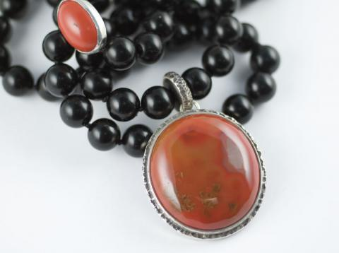 Reverse side of Agate on Jet beads