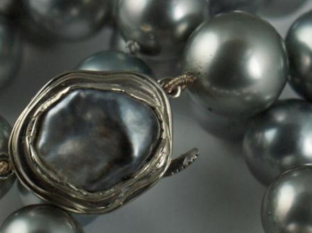 Natural grey Pearls and Keshi pearl clasp in white gold