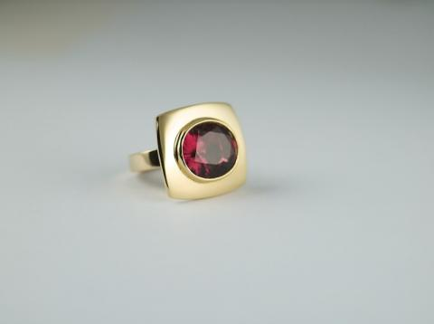 Rubelite Tourmaline 15.76 cts set in 18ct gold