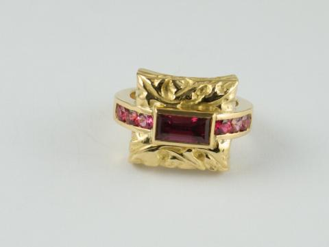 Ring - Carved 22ct Gold with red and pink spinels