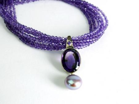 Amethyst and natural Mauve Pearl set in white gold