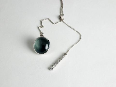 Aquamarine cabachon suspended with white Diamonds