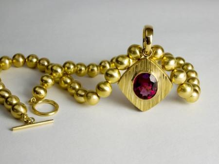 Necklace - 18ct gold beads and rubellite tourmaline 15.76 cts