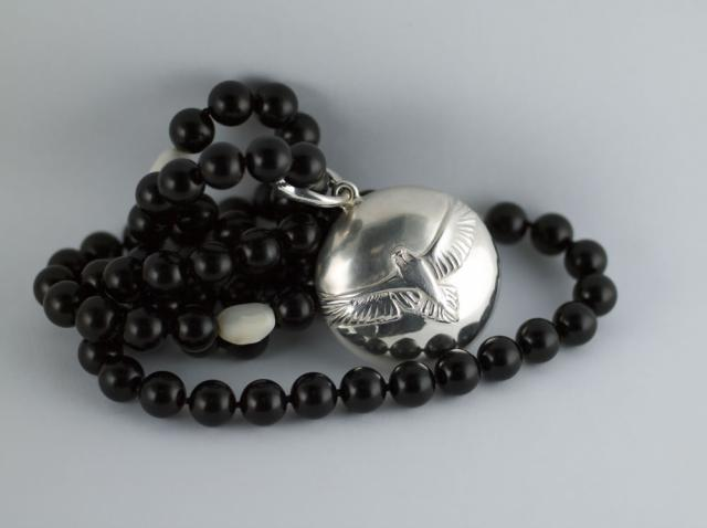Silver,Mother of pearl,Black jade